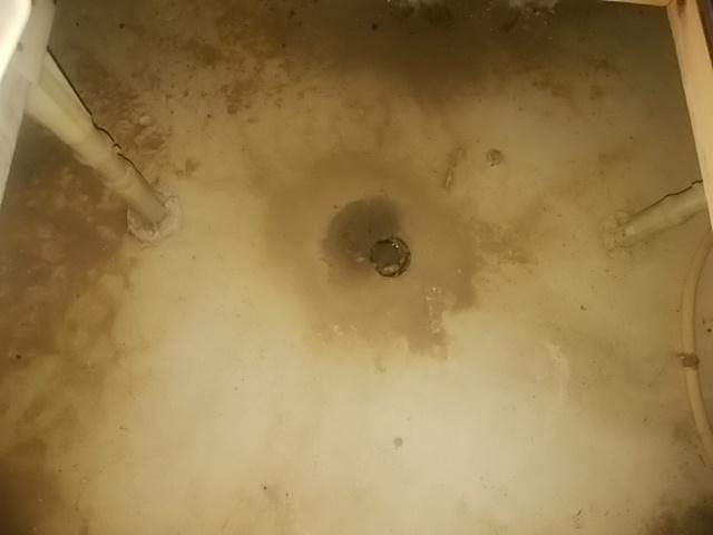 床下水抜き穴.jpg